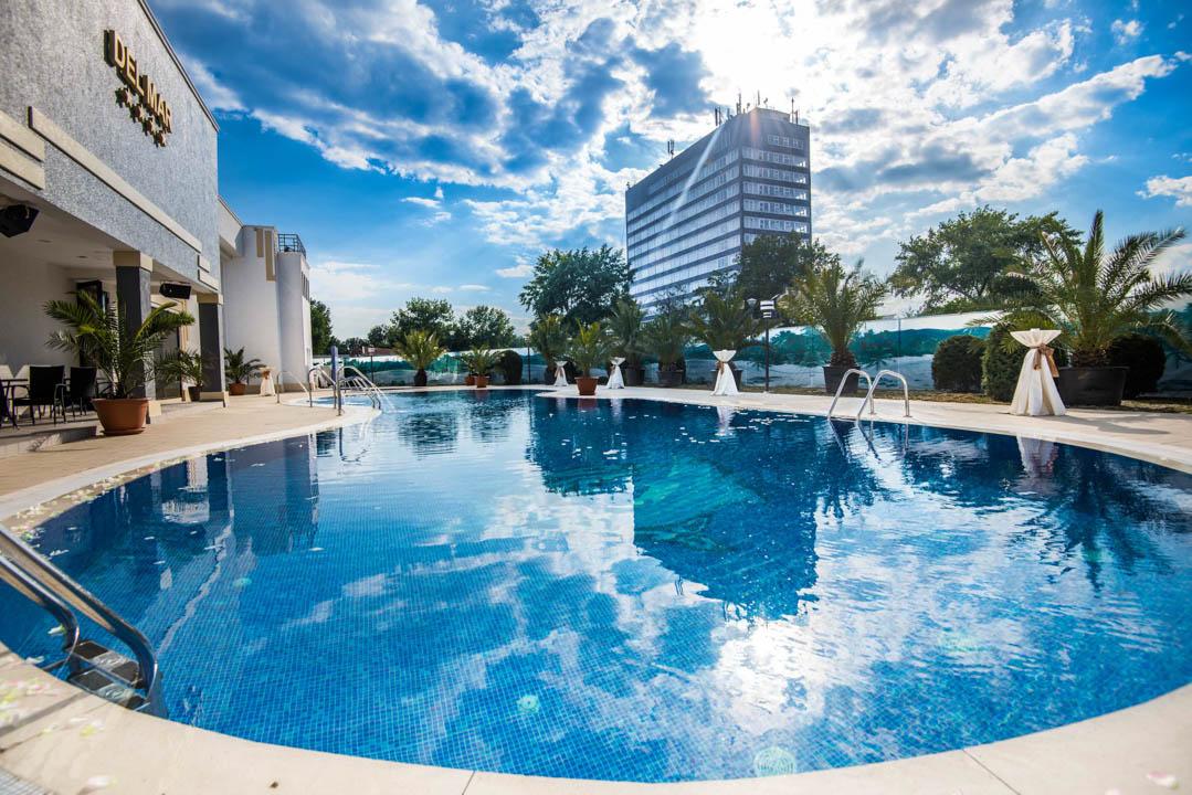 Hotel-Del-Mar-Mamaia-Piscina-Exterioara-1